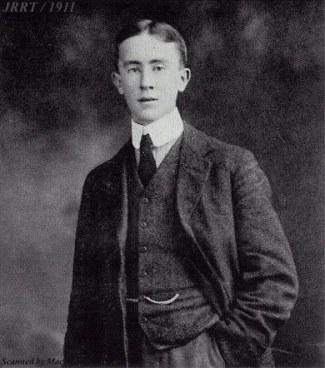 Tolkien-younghandinpocket1911